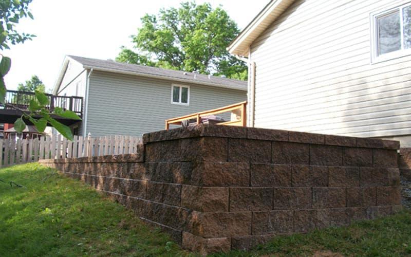 retaining walls (100)